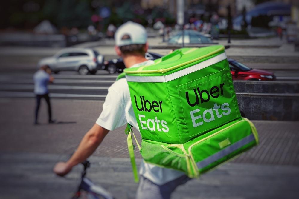 Uber Eats(ウーバーイーツ)配達パートナーガイド!メリット・デメリットや仕組みを徹底解説